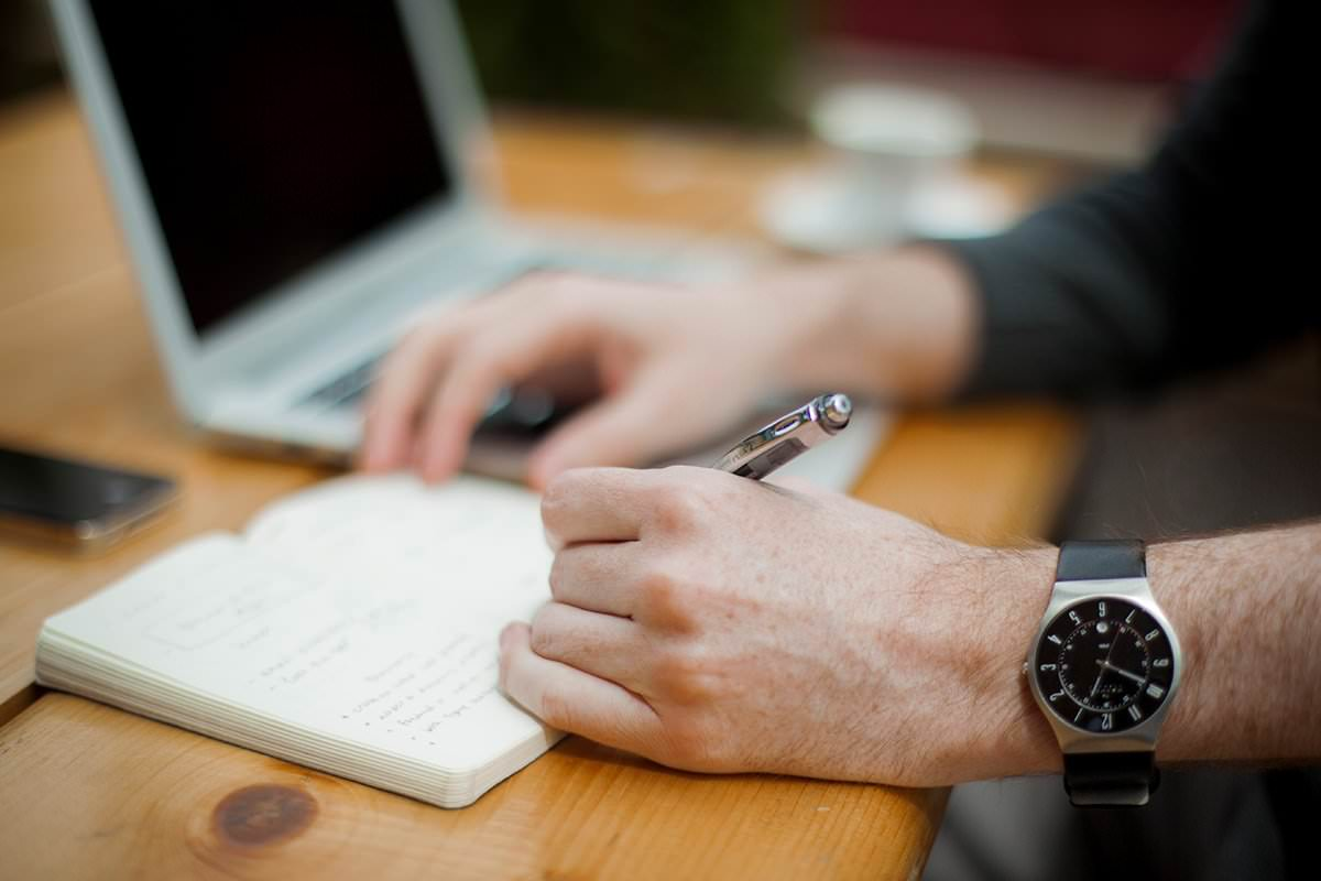5 Reasons to Hire a Professional Copywriter for Your Website